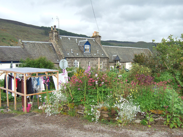More flowers and the station buildings where the owners lived