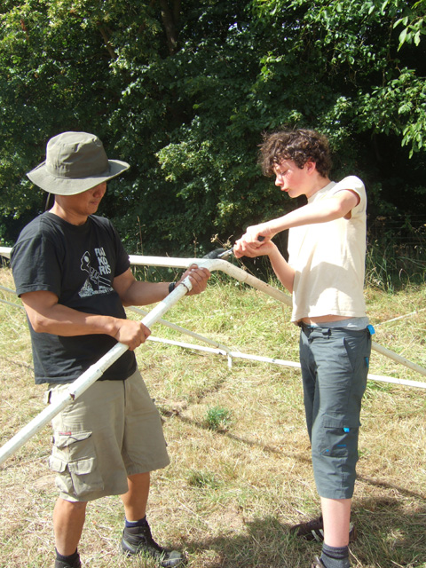 Mil holding, Toby hammering poles together