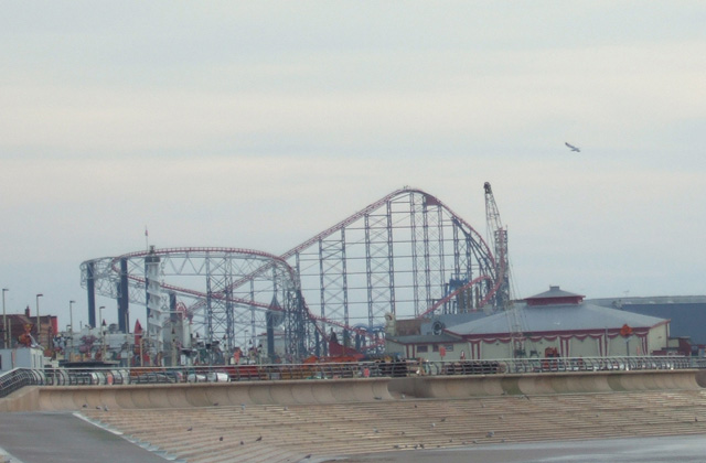 the roller coaster seen from the beach
